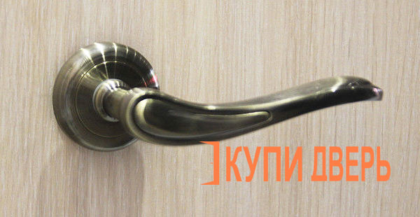 Дверная ручка Виктория бронза
